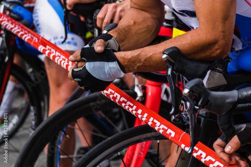 Foto op Canvas Fietsen ciclismo su strada, bici sulla linea di partenza