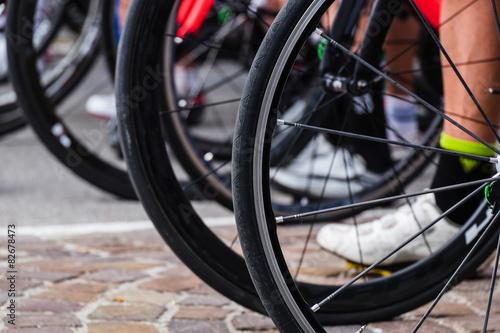 Foto op Plexiglas Fietsen ciclismo su strada, bici sulla linea di partenza