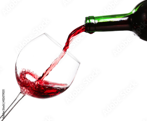 Papiers peints Vin Red wine pouring on white background