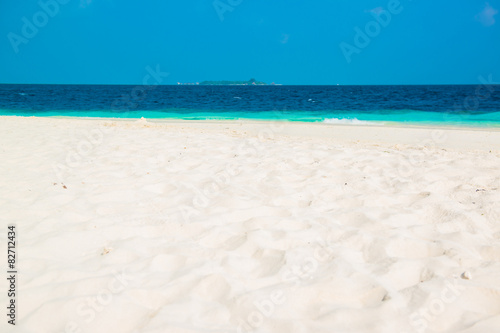 Photo  Sand beach and ocean wave, South Male Atoll. Maldives