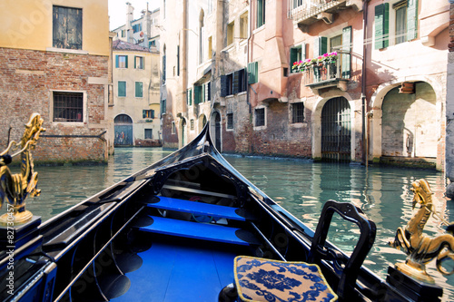 Türaufkleber Gondeln On gondola on the Grand Canal in Venice.