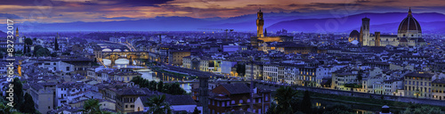 Poster Prune Florence city at sunset. Panoramic view to the river Arno