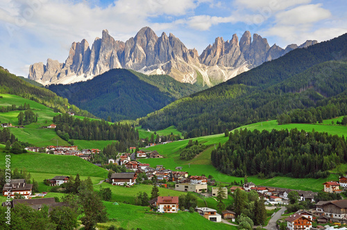 Amazing funes valley Fotobehang