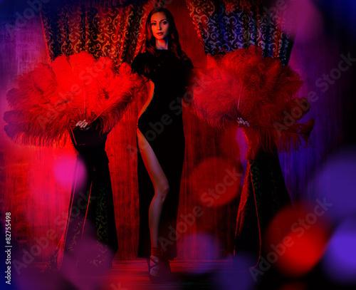 Montage in der Fensternische Karneval Moulin Rouge