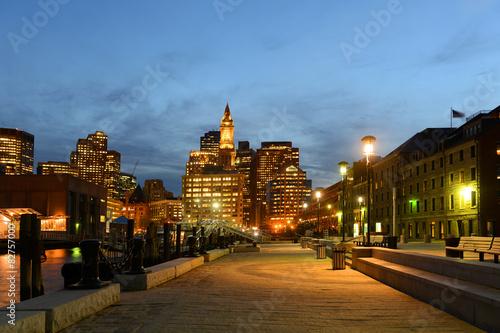 Papiers peints Con. ancienne Boston Custom House at night, USA