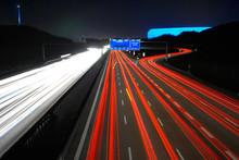 Autobahnkreuz Bei Nacht Mit Ar...