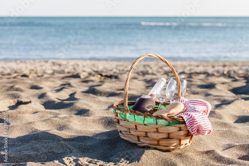 Keuken foto achterwand Picknick picnic on the beach