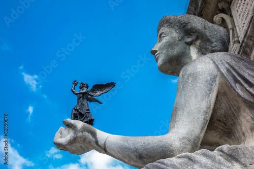 Fotografija  Siegesgöttin Nike in der Hand der Kunst-Allegorie in München