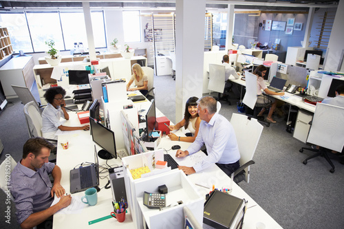 Fototapety, obrazy: People working in a busy office