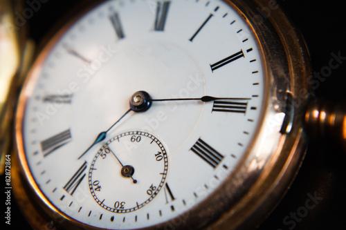 Старинные часы.