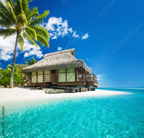 Poster Oceanië Tropical bungallow on the amazing beach with palm tree