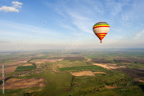 Poster Luchtsport Blue sky and hot air balloon
