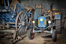 Grange Et Tracteur
