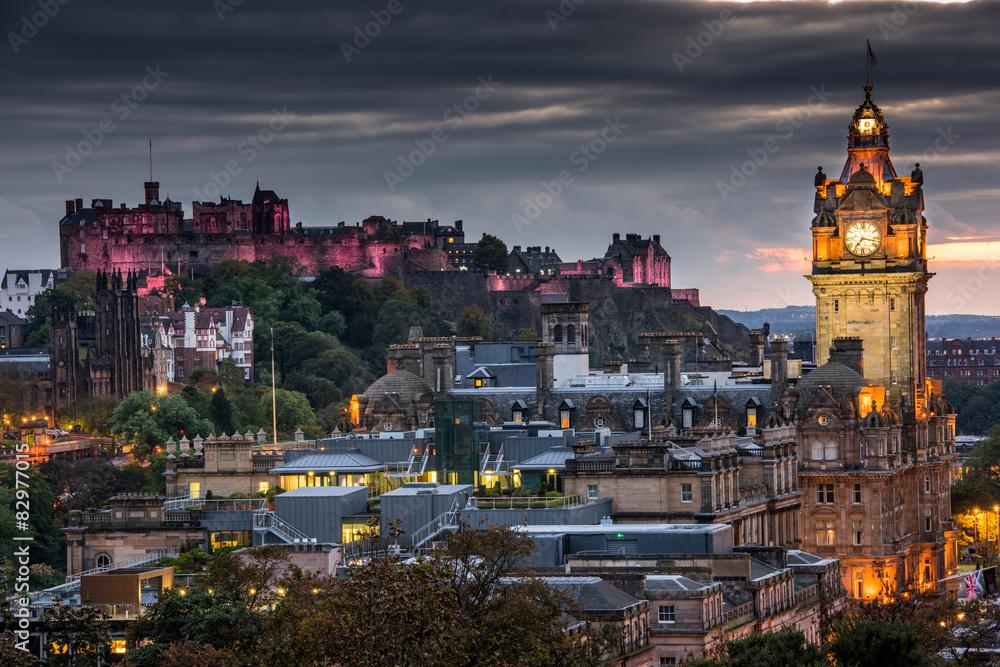 Fototapeta Edinburgh castle and Cityscape at night, Scotland UK