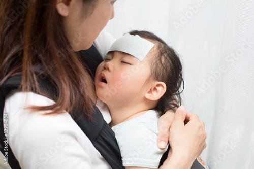 Fotografía  小 さ な 子 供 の 急 な 病 気