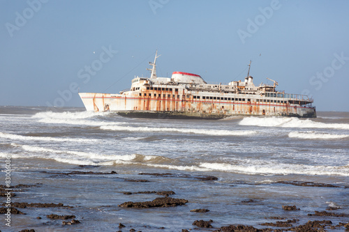 Foto op Canvas Schipbreuk Ferryboat stranded on the shore