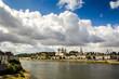 Blick über Loire auf Saumur Stadt und Schloß