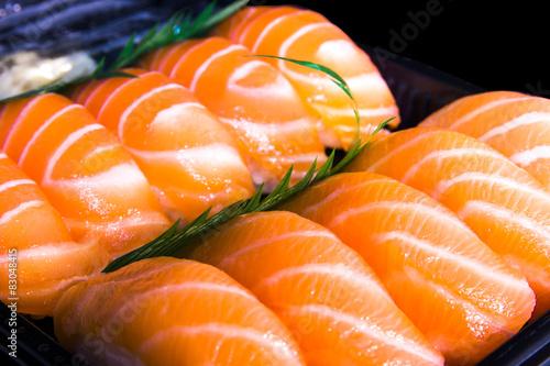 sushis saumon - 83048415