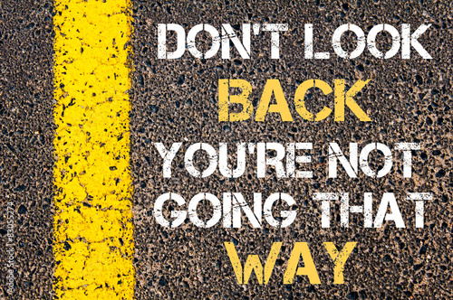Foto  DO NOT LOOK BACK, YOU ARE NOT GOING THAT WAY motivational quote.