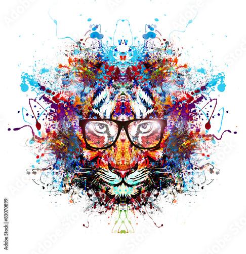 abstrakcjonistyczny-kolorowy-tygrys-z-szklami-na-bialym-tle