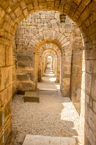 Fotografija Mercantile archways beneath the ruins of Pergamon.