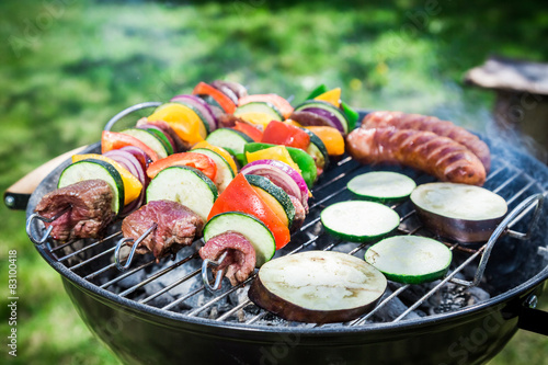 Papiers peints Grill, Barbecue Roasting fresh vegetables and red beef with spices in garden