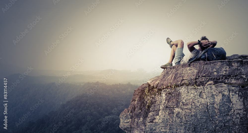 Fototapety, obrazy: Hiker relaxing on the rock