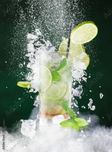 Leinwand Poster  fresh mojito drink with liquid splash
