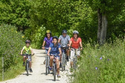 Foto op Plexiglas Fietsen Radtour an einem sonnigen Tag