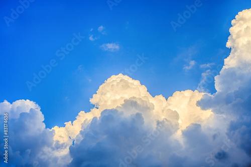chmury-przed-burza