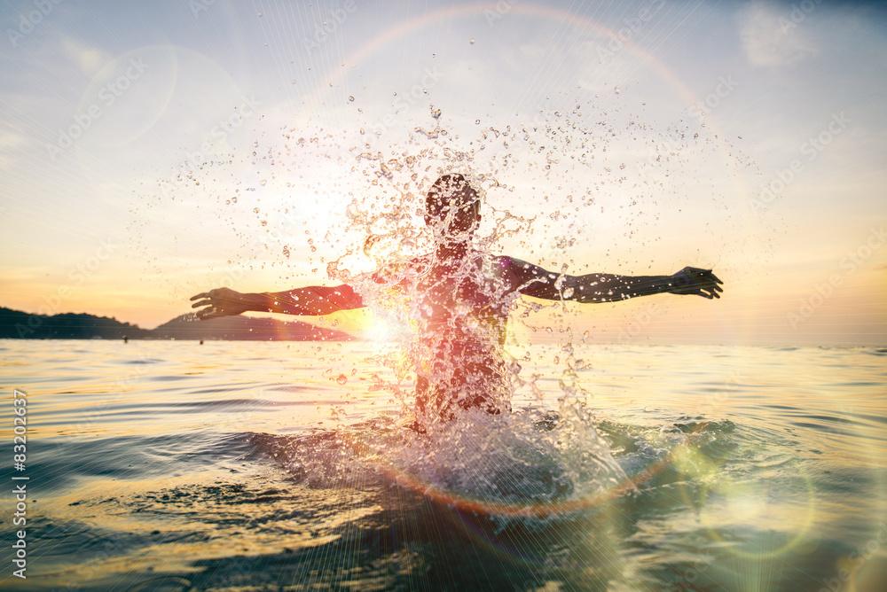 Fototapety, obrazy: Man having fun spashing water