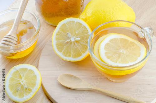 Photo  Honey lemon tea on wooden table