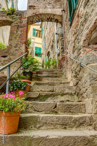 Photo Stands Stairs Alley in Italian old town Liguria Italy