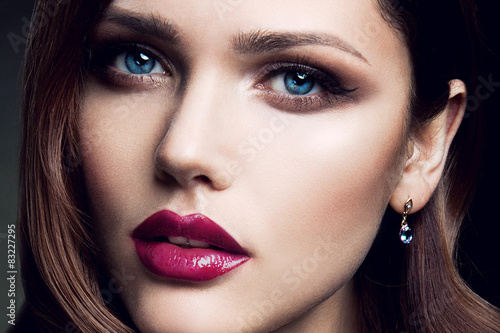 Photo  Portrait of beautiful girl with red lips.