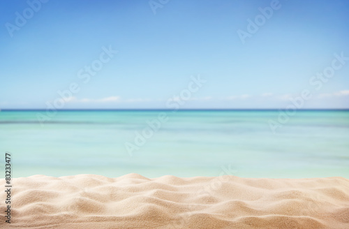Fotomural Empty sandy beach with sea