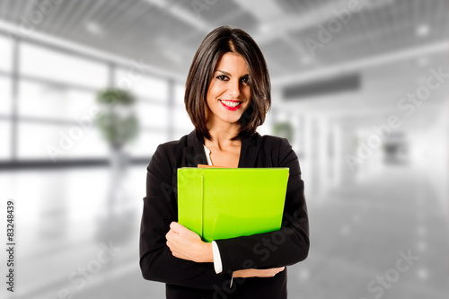 Photo  happy business woman in her office