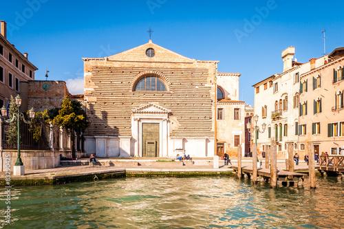 City on the water Église vénitienne sur le Grand Canal à Venise