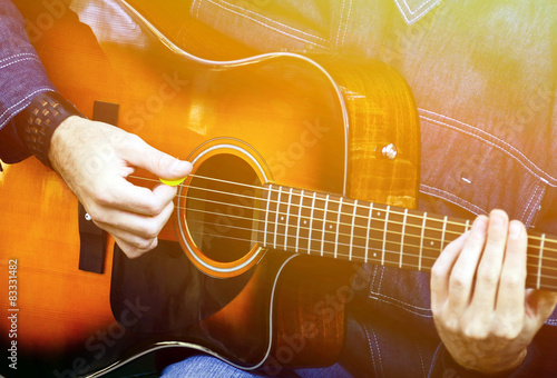 Man playing acoustic guitar Fototapet