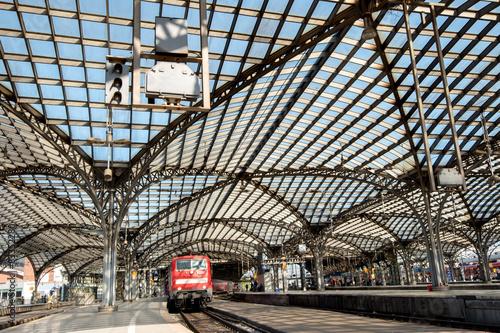Foto auf AluDibond Bahnhof Glasdach im Hauptbahnhof
