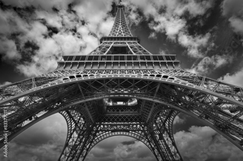 Foto op Aluminium Eiffeltoren Eiffel tower black and white wide view