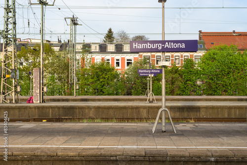 Photo sur Plexiglas Gares Train Station. Platform at the terminus station Hamburg Altona