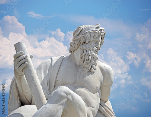 Photo  Zeus against blue sky, Navona square four rivers fountain Rome