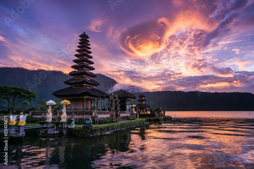 Door stickers Indonesia Pura Ulun Danu Bratan, Famous Hindu temple and tourist attraction in Bali, Indonesia