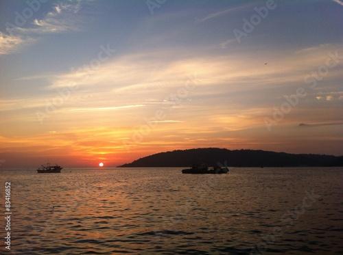 Photo sur Toile Nautique motorise sunset in borneo