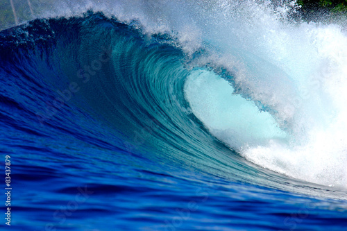 Blue ocean surfing wave