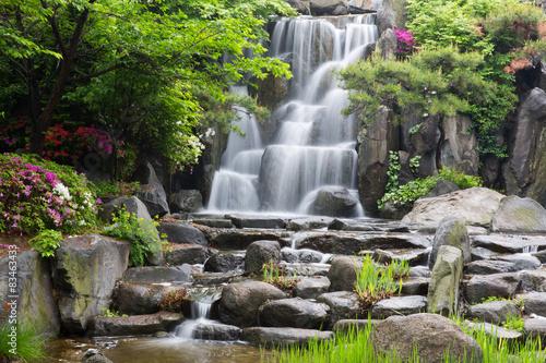 azjatycki-park-z-wodospadem-zen