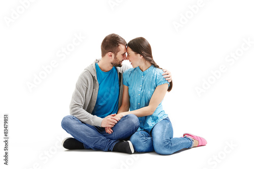Photo  young couple sitting on the floor