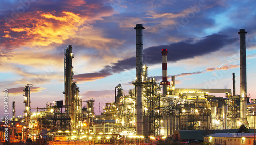 Spoed Foto op Canvas Industrial geb. Oil and gas industry - refinery at twilight - factory