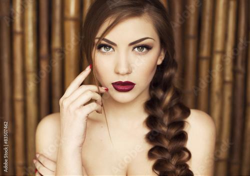 Fotografie, Obraz  Sexy krása Dívka s purpurově červené rty