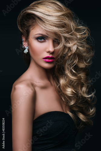 Fotografiet beauty girl blond hair curly